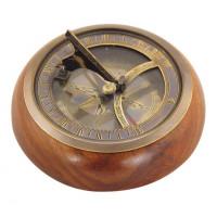 SeaClub Sonnenuhr-Kompass auf Holzsockel Hauptansicht