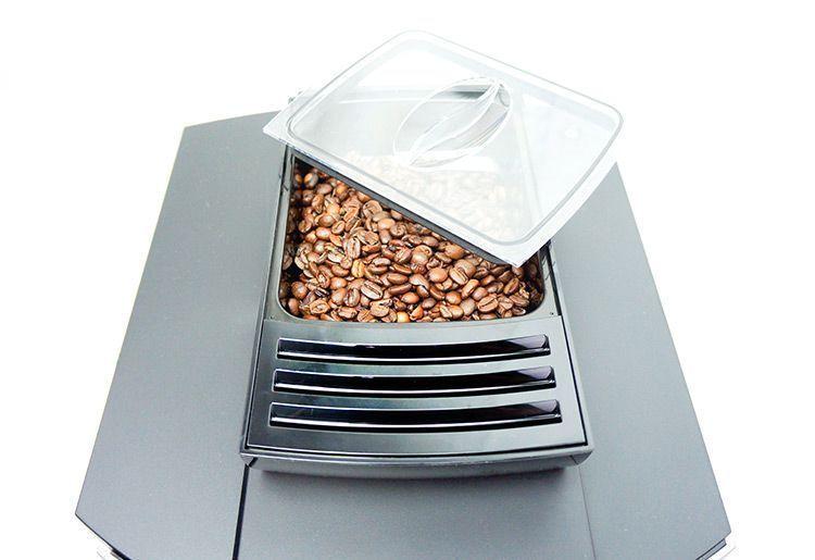 Kaffeebohnen in der JURA WE8 Dark Inox